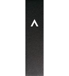 Griptape nad logo wycinanym laserowo w cieniu
